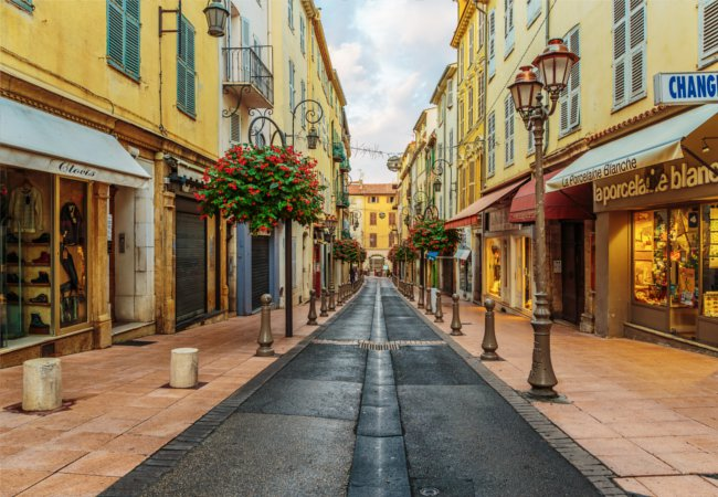 The quintessential charm of Antibes | Laborant / Shutterstock.com