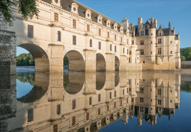 The arched palace of Chenonceau | ThomasLENNE / Shutterstock.com