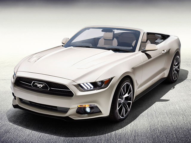 Ford Mustang Convertible, a sporty companion for 4 adults