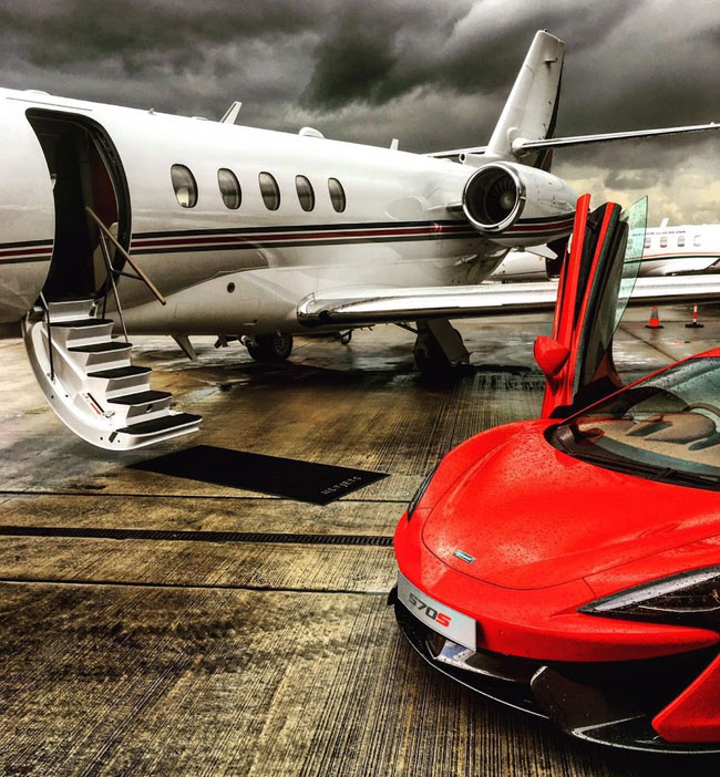 Descending the Private Jet to take off in the Mclaren 570 S